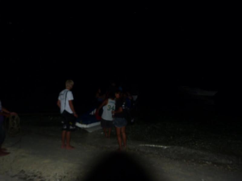 05.00 am. Au petit matin pour aller voir les requins renard en plongée à 30 mètres