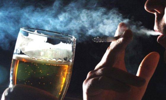 cigarro-e-bebida