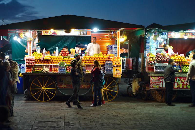Zgomot, haos si aglomeratie in Jmal El Flna, si binenteles suc de portocale.
