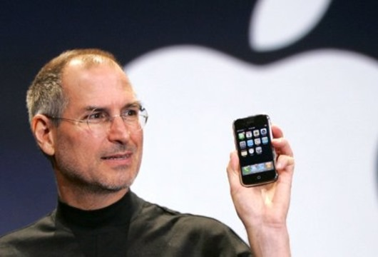 stivs-dzobss-steve-jobs-iphone-apple-47431897