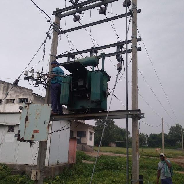 बंधौरा में बज्रपात से जला ट्रांसफर्मर, घण्टों बाधित रही बिजली