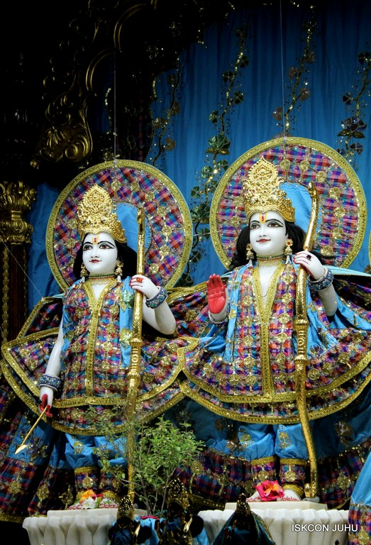 ISKCON Juhu Mangala Deity Darshan 09 April 2016 (34)