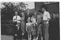 Groeneweg, Cornelis en Vos, Cornelia +Familie op Ogierssingel Rotterdam.jpg