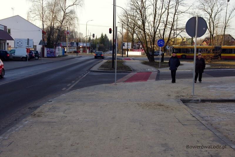 Dalej mamy fragment ciągu pieszo-rowerowego... wykonane niestety z płyt chodnikowych