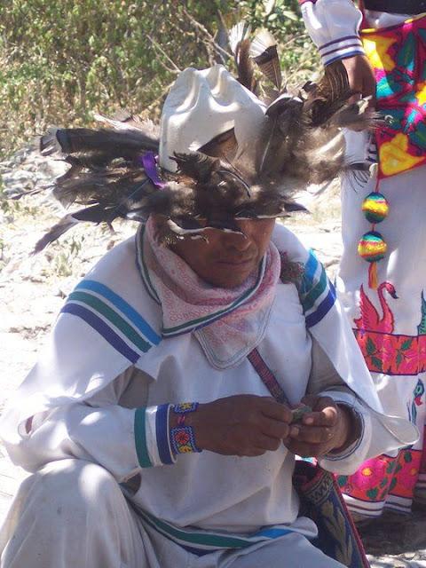 Ceremonia de Xicuri Neira con los hermanos Wixarikas (huicholes) - 29333_112393675462339_100000751222696_76199_1999010_n%255B1%255D.jpg