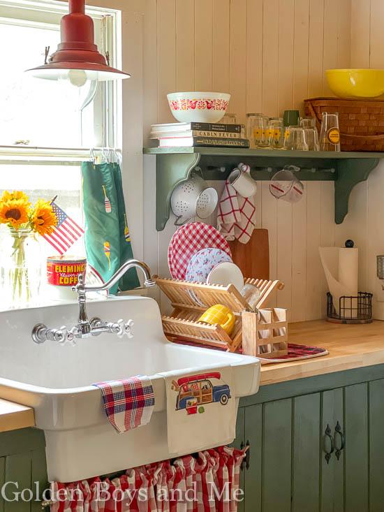 Cabin kitchen with farmhouse sink - www.goldenboysandme.com