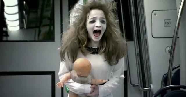 Pegadinha da menina fantasma no Metro