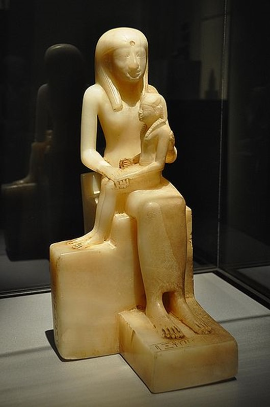 398px-WLA_brooklynmuseum_Statuette_of_Queen_Ankhnesmeryre_II_and_her_Son_3