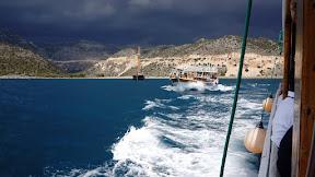 Nato smo se z ladjo zapeljali do potopljenega mesta. Enkratno!