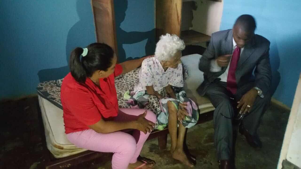 Periodista Ramón Tolentino va en auxilio de familia discapacitada en Nagua