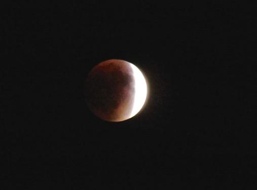 TotalLunarEclipse-10-2015-09-26-20-42.jpg