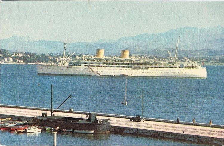 9- Postal coloreada del REINA DEL PACIFICO en el puerto de Santander. Colección Arturo Paniagua.jpg