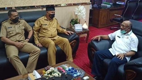 Gubernur Mahyeldi Ansharullah dan Wagub Audy Joinaldy melanjutkan kunjunganya ke Kajati Anwarudin Sulistiyono.
