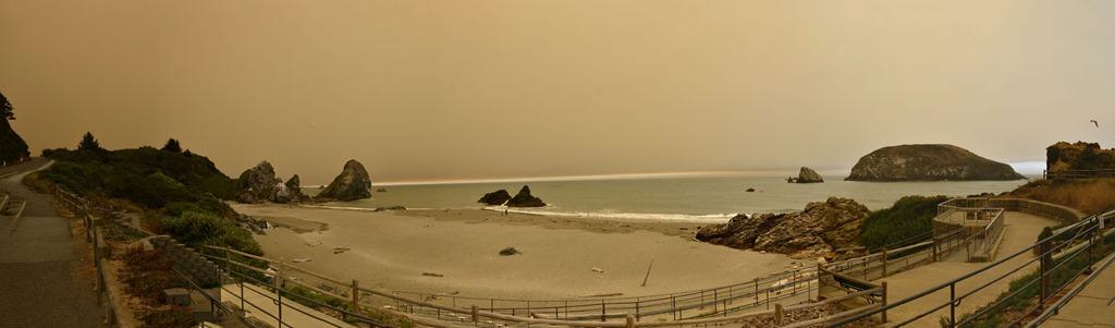 [beach+panorama%5B5%5D]