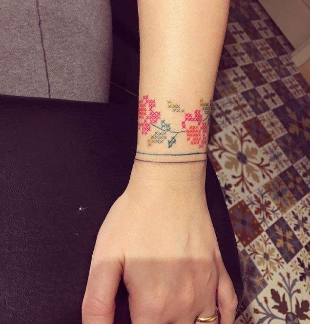 Este bracelete floral