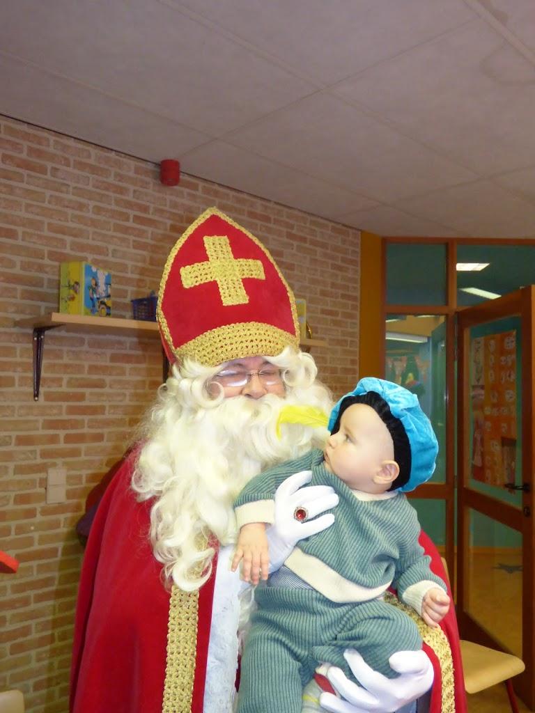 De Sint op bezoek! - P1050024.JPG
