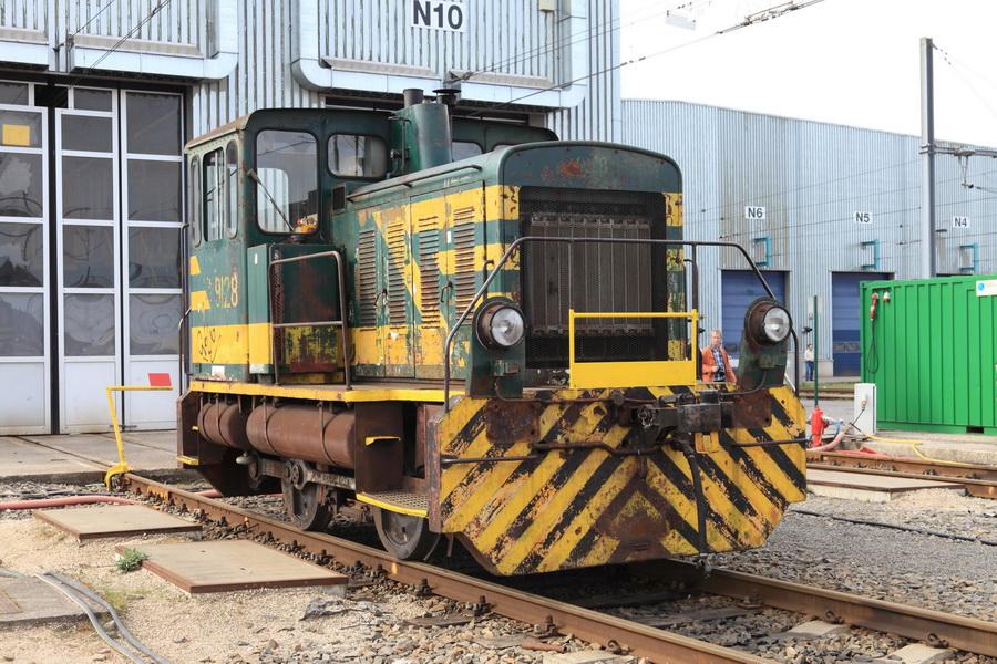 9128 in Charleroi-Sud Atelier Regio Charleroi tijdens TSP-uitstap op 02 april 2011.JPG