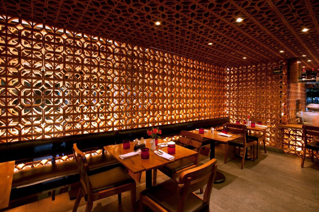 Warm Restaurant Interior Design Atmosphere