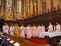 08 Papság az oltár előtt.JPG