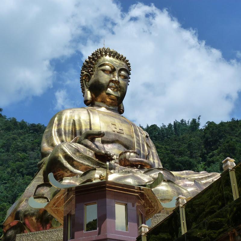 Puli. Divers et Golden Buddha.J 12 - P1170594.JPG