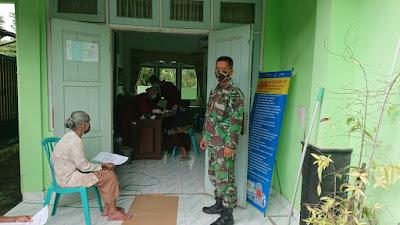 Bati Komsos Koramil 12/Pundong Melaksanakan Pendampingan Vaksinasi