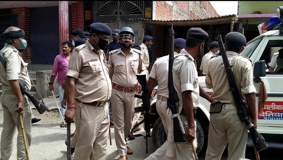 पश्चिम चंपारण में शराब धंधेबाजों के खिलाफ छापेमारी करने गई पुलिस टीम पर हमला