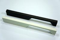 裝潢五金 品名:A573-長型取手 規格:160m/m(200) 規格:224m/m(250) 顏色:珍珠白/鐵黑色 玖品五金