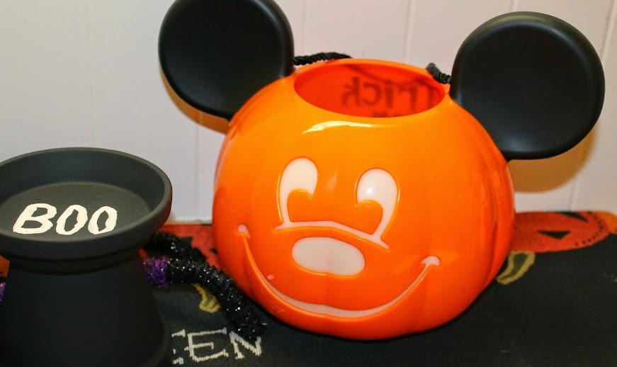Easy Halloween Decoration Ideas: Use Halloween Treat Buckets