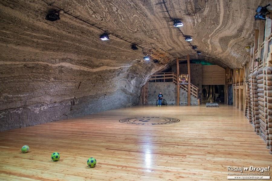 Podziemne boisko w Kopalni Soli w Bochni
