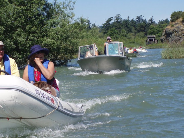 2011 Dinghy Cruise - 262425_235882343112696_100000727967374_750171_4630690_n.jpg