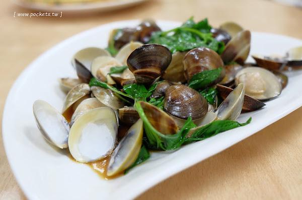 添喜海鮮餐廳┃宜蘭美食推薦:礁溪平價海還鮮餐廳,生猛海鮮現點現煮,二人前來也可以輕鬆用餐