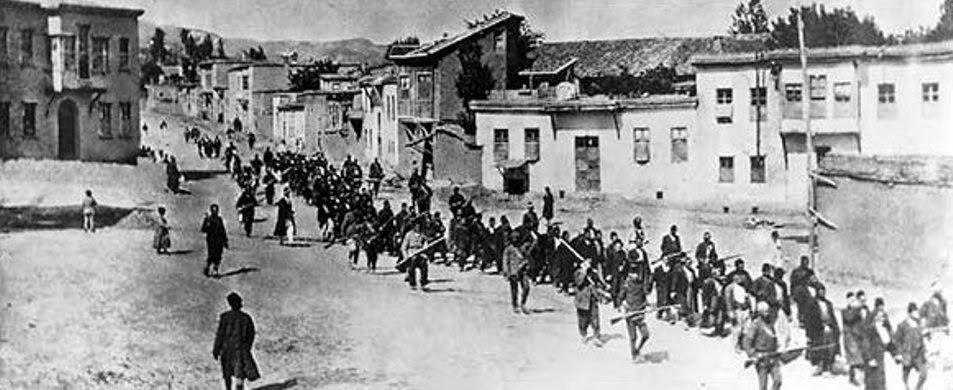 A marcha da morte quando a regiões inóspitas os armênios eram despachados. Fotografia: autor desconhecido.