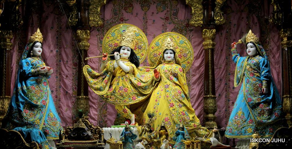 ISKCON Juhu Mangal Deity Darshan on 19th Oct 2016 (17)