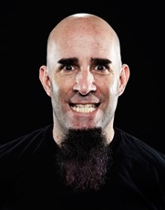 Scott Ian - guitarra e backing vocals