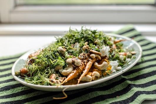 Gulerodspure, nye gulerødder, feta og cashewnødder - Mikkel Bækgaards Madblog.jpg