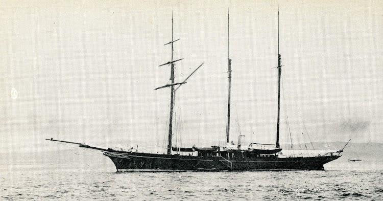 El LADY TORFRIDA en su juventud. Foto de la revista Le Yacht.jpg