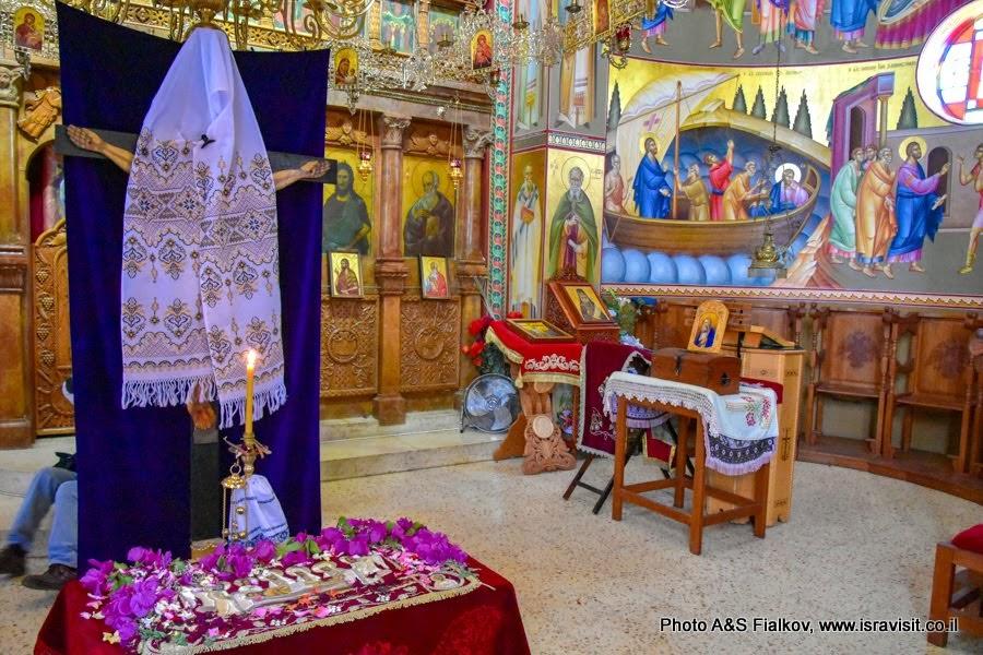 В греческой православной церкви Двенадцати Апостолов на берегу Кинерета.