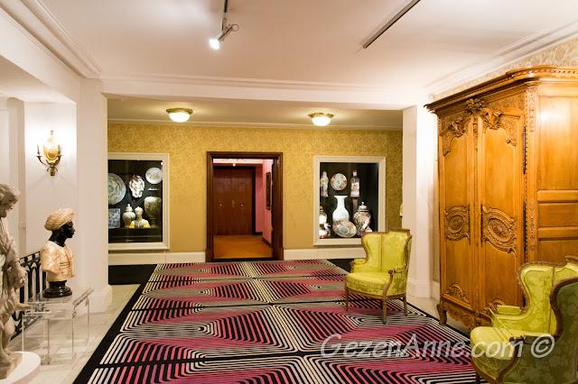 Negresco Otel'in koridorlarındaki antikalar, Nice