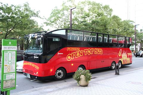 西日本鉄道「福岡オープントップバス」 赤塗装 福岡市役所前待機中