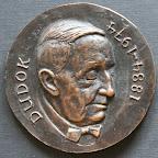 Voorkant bronzen herdenkingspenning Dudok. Diameter 8,5 cm. Oplage 5.