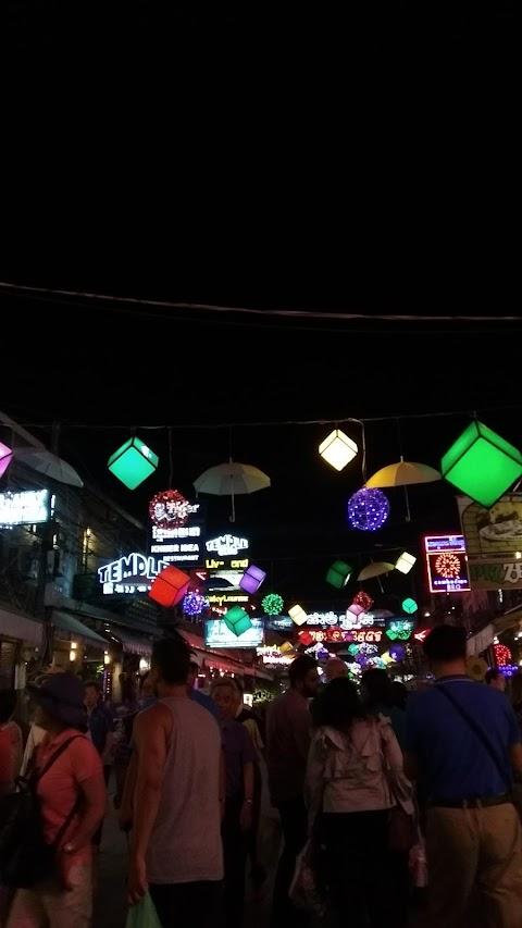 Celotehan di Pasar Malam