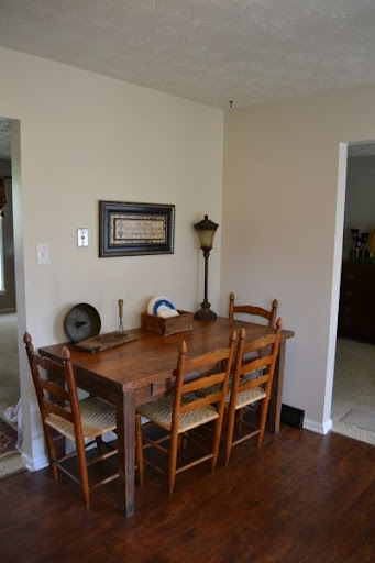 Kitchen Table Against Wall Loris Decoration
