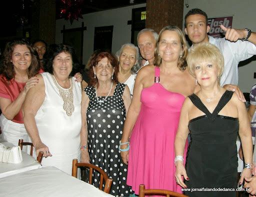 Registro da comemoração dos aniversariantes do mês de novembro, no Baile da Graça na Churrascaria Gaúcha, em Laranjeiras, dia 28/11/13. Destaque para o aniversário do dançarino Joaquim (com Aragão em uma das fotos).