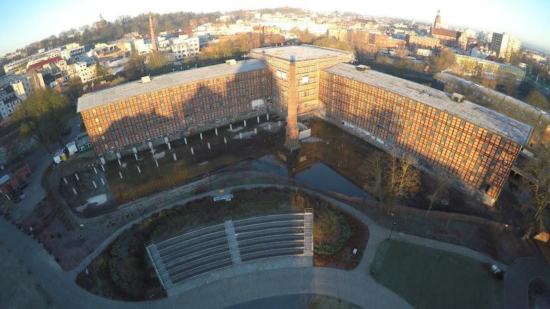 wynajem drona zdjęcia z lotu ptaka z drona Bydgoszcz, Stary Rynek i Wyspa Młyńska z lotu ptaka wczesną wiosną