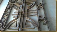 Teralis tralis besi tua bongkaran rumah tua