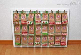 Photo: http://bettys-crafts.blogspot.de/2013/11/adventskalender-im-bilderrahmen.html