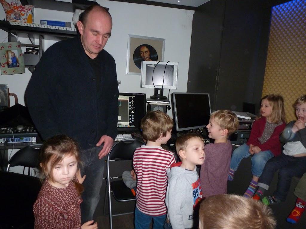 Leefgroep 1 op bezoek in een muziekkamer - P1080916.JPG