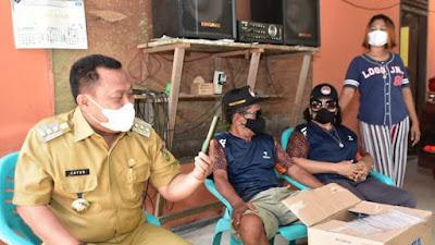 Bupati Catur Ucapkan Selamat Langsung  Kepada Leani Ratri Oktila Melalui Video Call Saat Kunjungi Rumahnya di Desa Siabu