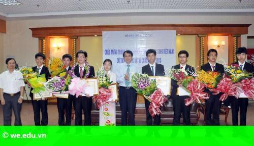 Hình 1: Lễ khen thưởng lúc 3h sáng của đoàn học sinh Olympic Vật lý châu Á