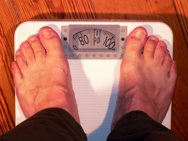 स्वास्थ्य और सौन्दर्य का शत्रु मोटापा भगाने के 27 घरेलु उपाय